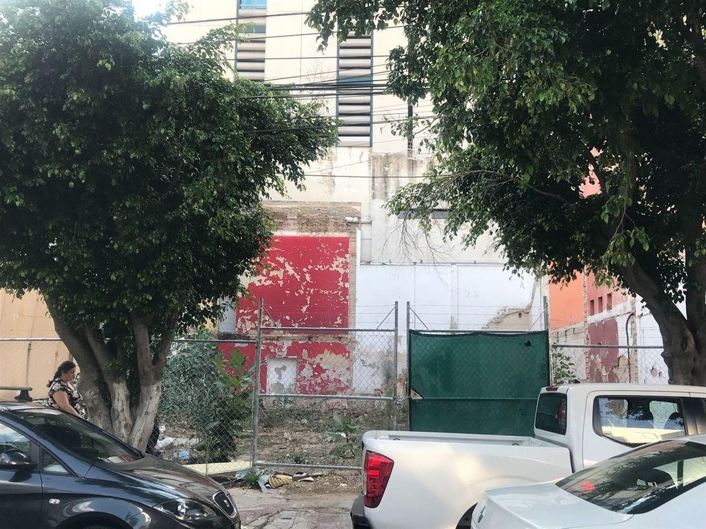 Ubicado sobre calle Marsella entre av Vallarta y Pedro Moreno con el Num 82 se encuentra, terreno plano, limpio y listo para construir, evita gastos y permisos de demolición, gasto en retirar escombro etc, Escrituración inmediata. 1