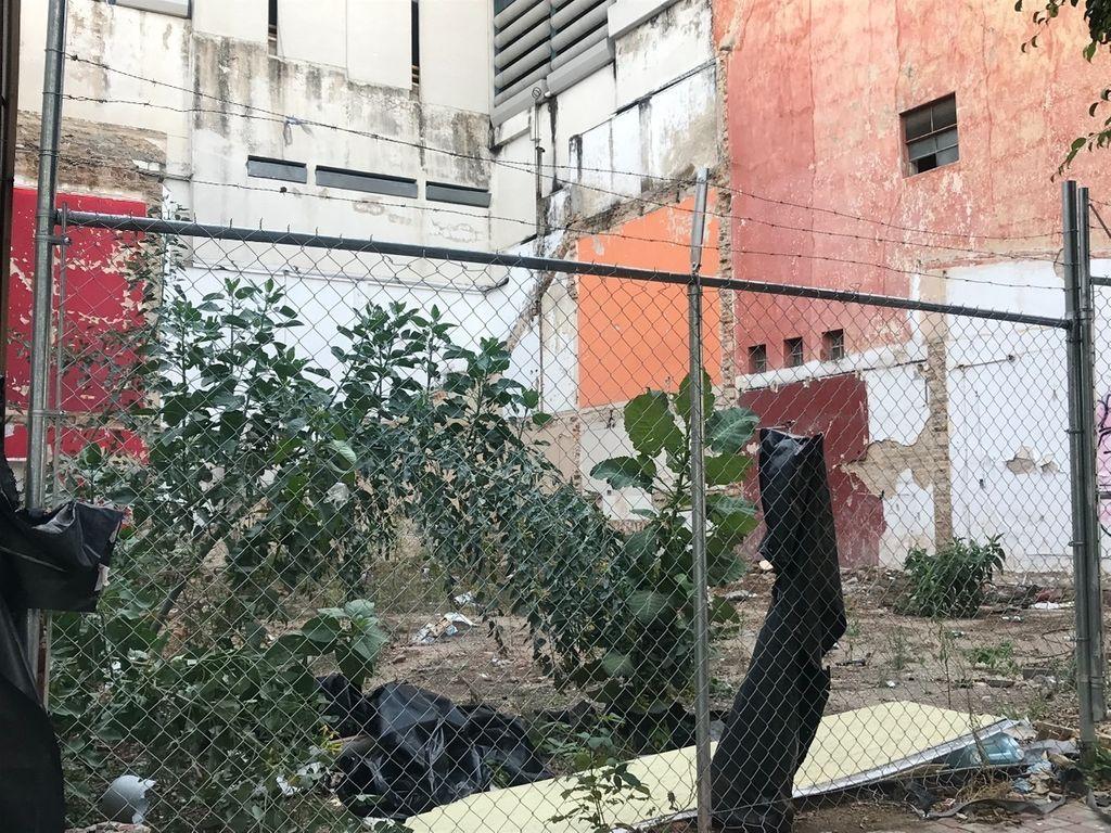 Ubicado sobre calle Marsella entre av Vallarta y Pedro Moreno con el Num 82 se encuentra, terreno plano, limpio y listo para construir, evita gastos y permisos de demolición, gasto en retirar escombro etc, Escrituración inmediata. 3