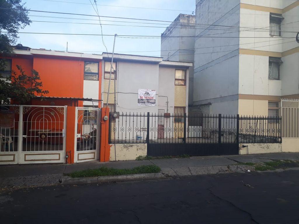 Casa de 2 plantas • 3 Recamaras en segunda planta • cochera para 3autos • Sala, comedor • 1 baño • cocina • pequeño patio (lavadero)  WIG: p07o6hp 1