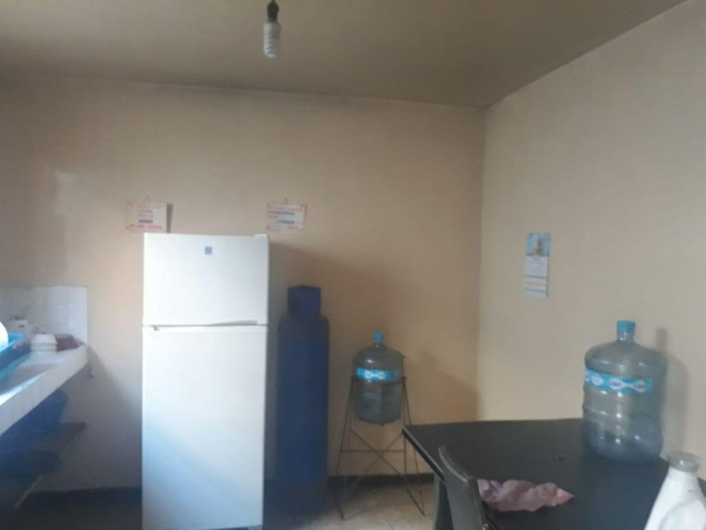 Casa de 2 plantas • 3 Recamaras en segunda planta • cochera para 3autos • Sala, comedor • 1 baño • cocina • pequeño patio (lavadero)  WIG: p07o6hp 6