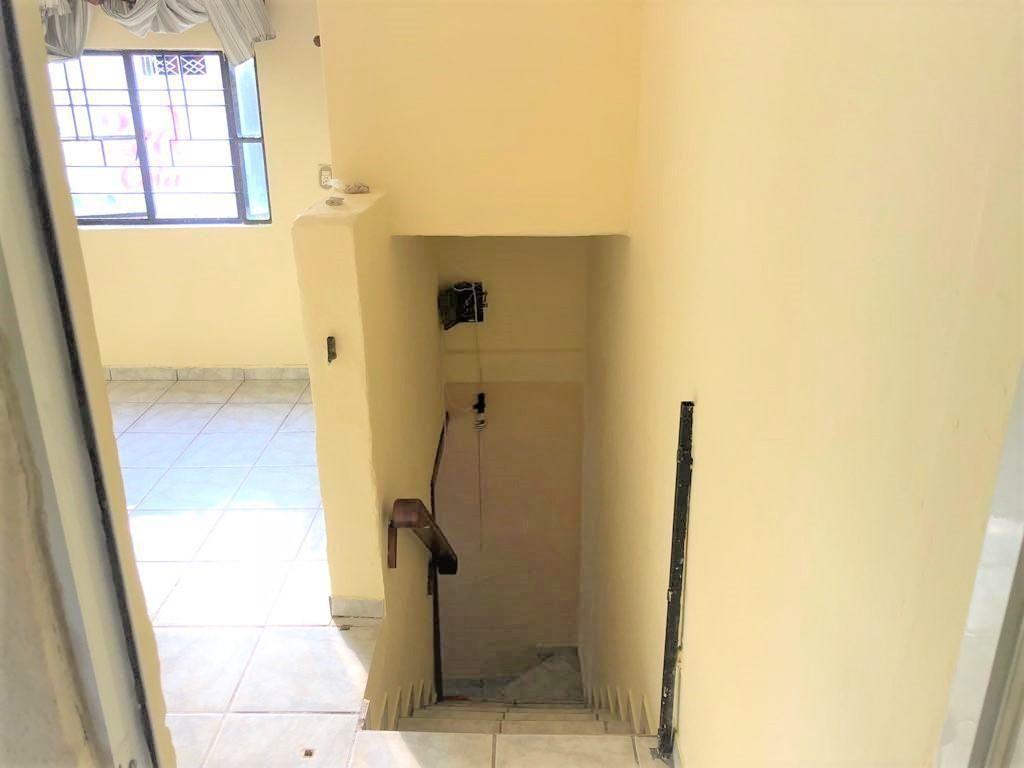 Casa en venta ubicada en zona comercial con 3 recamaras, cocina integral amplia de dos niveles, 2 baños completos, cochera para 2 autos, cuarto de servicio calentador automatico, con balcón.  WIG: p3kJKKx 22