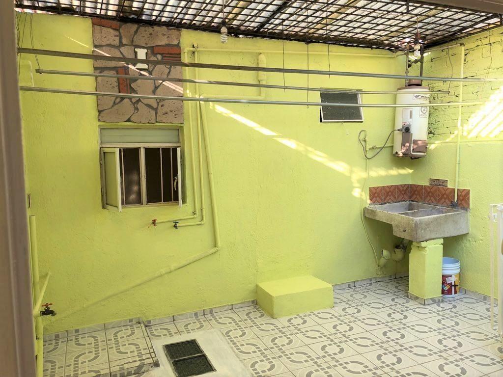 Casa en venta ubicada en zona comercial con 3 recamaras, cocina integral amplia de dos niveles, 2 baños completos, cochera para 2 autos, cuarto de servicio calentador automatico, con balcón.  WIG: p3kJKKx 23